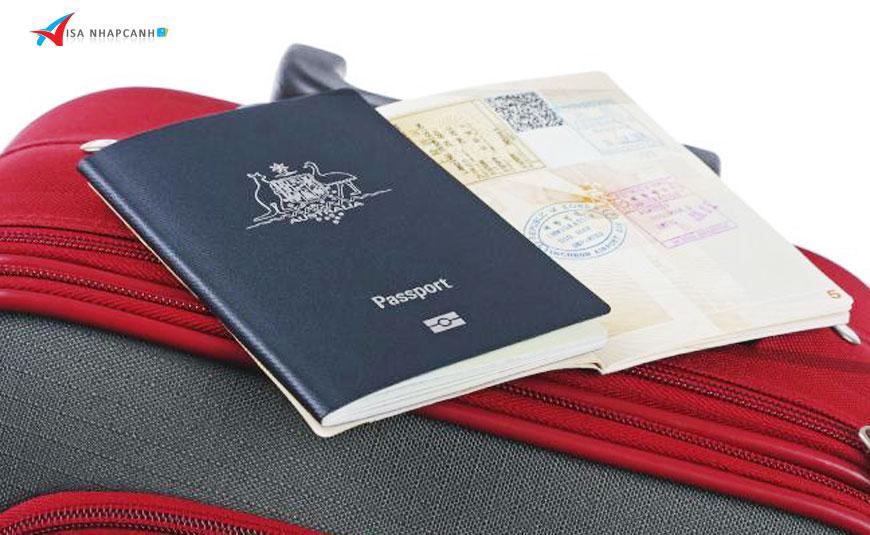 Hộ chiếu hết hạn nhưng visa Việt Nam còn hạn, xử lý như thế nào?
