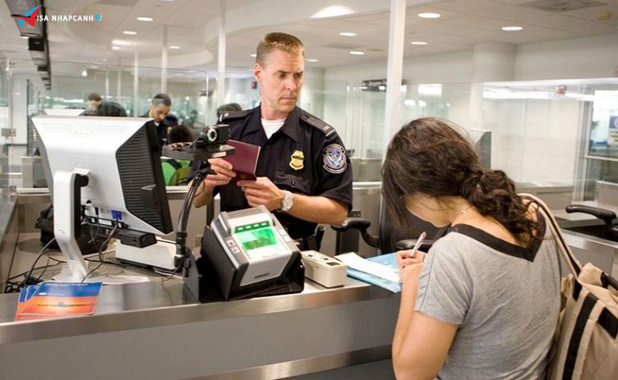 Những quy định nhập cảnh vào Việt Nam cho người nước ngoài tại hải quan 1