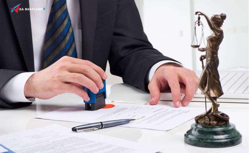 Thẻ tạm trú hết hạn trong khi đang đợi xin gia hạn thì có bị phạt không?