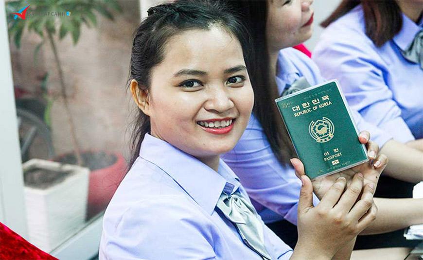 Du khách nước ngoài nên là gì khi hết thời hạn lưu trú ở Việt Nam? 2